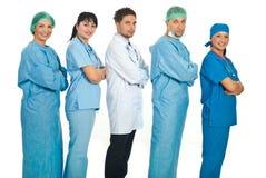 Alineado cinco doctores en perfil Foto de archivo libre de regalías