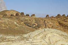 Alineado dramáticamente encima de un canto rocoso, las tumbas de la colmena Fotos de archivo
