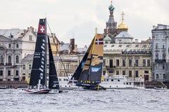 Alinghi och SAP katamaran på extrema segla katamaran för seriehandling 5 springer på 1th-4th September 2016 i St Petersburg, Ryss Arkivbilder