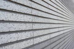 alinhado com a parede branca de pedra Foto de Stock