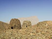 Alinhado dramaticamente sobre um cume rochoso Fotos de Stock