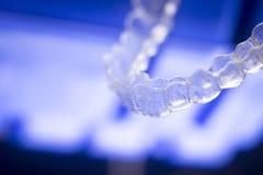 Alinhadores invisíveis dos dentes fotografia de stock