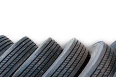 Alinhamento dos pneus no fundo branco, pneus usados Fotografia de Stock Royalty Free