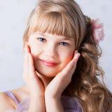 alisa blondes Gesicht mit blauen Augen Lizenzfreies Stockbild