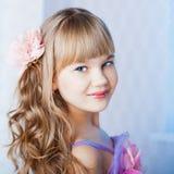 alisa blondes Gesicht mit blauen Augen Stockbild