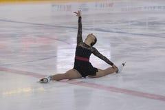 Alisa Gusejnova de Bielorrússia executa a classe adulta do Pre-bronze mim programa de patinagem livre das senhoras no campeonato  Imagem de Stock Royalty Free