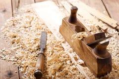 Alisadora de madera retra vieja en un taller Fotografía de archivo libre de regalías
