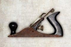 Alisadora vieja de la herramienta del carpintero, aislada Imágenes de archivo libres de regalías