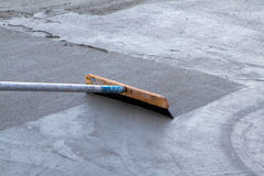 Alisando o concreto recentemente derramado Fotografia de Stock