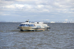 Aliscafo, seguente da St Petersburg a Peterhof, nel golfo Fotografia Stock