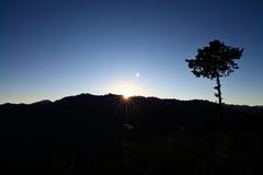 alishan восход солнца taiwan стоковое изображение
