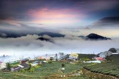 Alishan, le comté de Chiayi, Taïwan : Nuages de coucher du soleil photographie stock