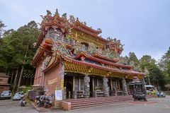 People come to merit and rest at Alishan Shouzhen temple