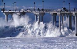 Aliso pir under en storm i Laguna Beach, Kalifornien Arkivfoto