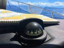 Aliste para el canotaje en la costa de la Columbia Británica con el g foto de archivo