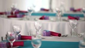 Aliste para el restaurante hermoso del pasillo del banquete del día de fiesta metrajes