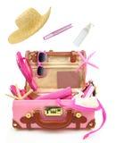 Aliste para viajar maleta rosada abierta Fotos de archivo