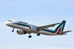 Alitalia Airbus A320 Imagen de archivo libre de regalías