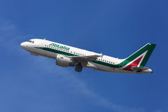 Alitalia Airbus A319 Photos stock
