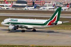 Alitalia Airbus A320 Lizenzfreie Stockbilder