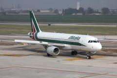 Alitalia - Airbus A320 Foto de archivo libre de regalías
