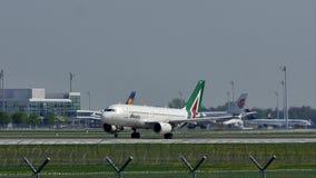 Alitalia Airbus que saca del aeropuerto de Munich