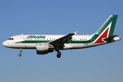 Alitalia-Luchtbusa319 vliegtuig Stock Foto's