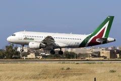 Alitalia A319 na libré a mais atrasada Imagens de Stock