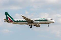 Alitalia nivålandning Royaltyfri Bild