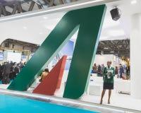 Alitalia står på biten 2015, internationellt turismutbyte i Milan, Italien royaltyfria bilder