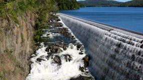 Aliviadero en la presa vieja del Croton Imágenes de archivo libres de regalías