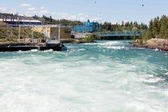 Aliviadero hidráulico el Yukón Canadá de la presa del poder de Whitehorse Fotos de archivo libres de regalías