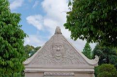Alivio de Bas en la cima de la puerta en castillo del agua de la sari del taman - el jardín real del sultanato de Jogjakarta Imagen de archivo libre de regalías