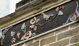 Alivio del pájaro y de la flor Foto de archivo libre de regalías