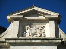Alivio hermoso de Porta San Giacomo, la puerta de la ciudad de Citta Alta en Bérgamo Foto de archivo libre de regalías