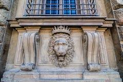 Alivio principal del león en la fachada del palacio de Pitti, Florencia, Italia Imágenes de archivo libres de regalías