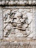 Alivios bajos de la pared del templo de Tailandia, Ayutthaya, tallas de los extranjeros, dioses fotografía de archivo