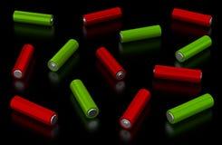 Alkalische batterijen op zwarte achtergrond Stock Foto's
