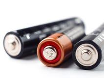 Alkaliska batterier med den selektiva fokusen på vit bakgrund Arkivfoto