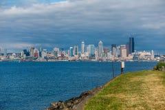 从Alki海滩的西雅图都市风景 免版税图库摄影