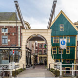 ALKMAAR holandie - KWIECIEŃ 22, 2016: Tradycyjny holendera most zdjęcie stock