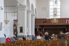 Alkmaar Nederländerna - April 12, 2019: Konsert i kyrkan royaltyfri bild
