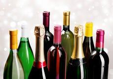 Alkoholów napojów butelki na lekkim tle Zdjęcie Royalty Free