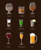 Alkoholów napoje ustawiają różną alkohol butelkę, szkła i Zdjęcia Royalty Free