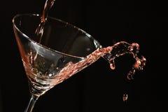 Alkohol gießen Stockbild