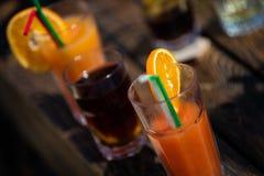 Alkohol orange Daiquiricocktail auf Strandbar lizenzfreie stockfotos