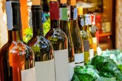 Alkohol stång - drinketablering, flaska, matvaruaffär, drink royaltyfri bild