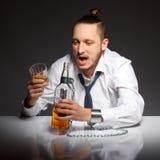 Alkohol zależność w mężczyzna zdjęcia royalty free