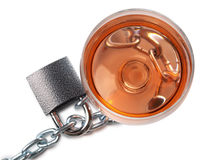 Alkoholglas und -kette Stockfotografie