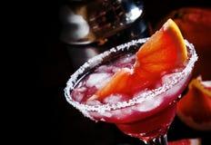 Alkoholiczna koktajl charcica z ajerówką, ajerkoniak, grapefruitowy ju fotografia royalty free